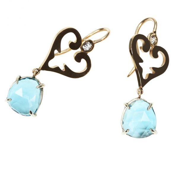 Verspielte wunderschöne Ohrhänger mit kleinen Brillanten (upside down) und feine London Blue Topase in organischer Form.