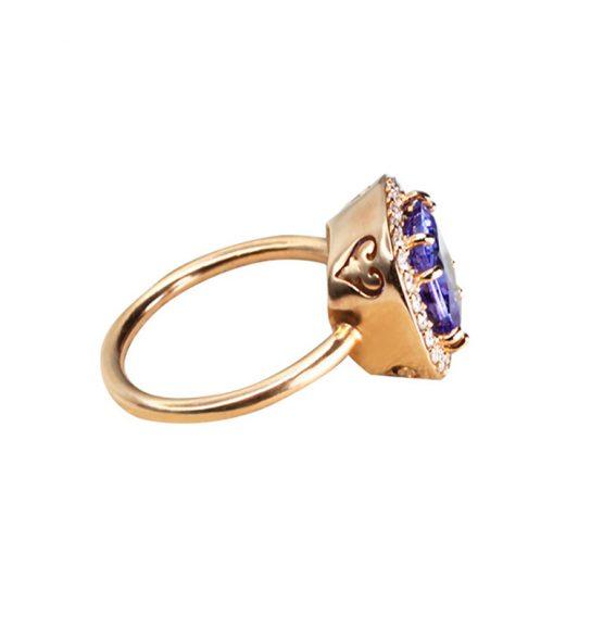 Wunderschöner Ring mit edlen Steinen, die Träume wahr werden lassen.