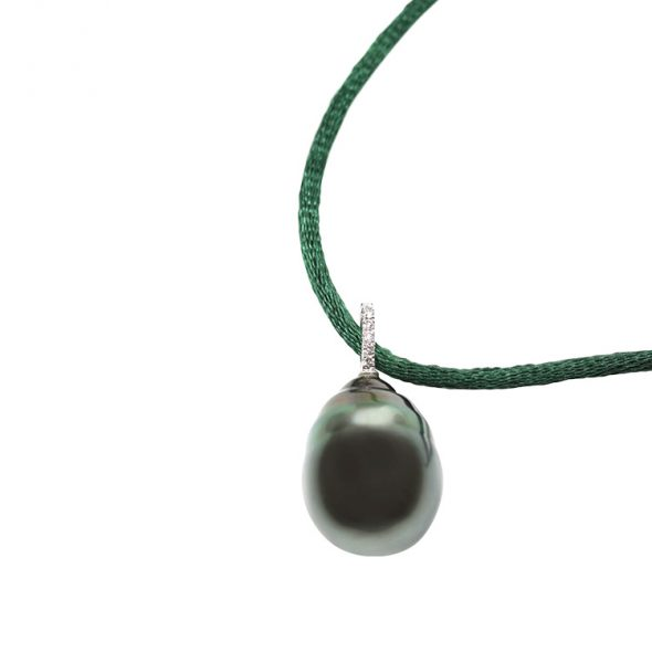 Wonderful enormous barock shape cultured Tahiti Pearl.