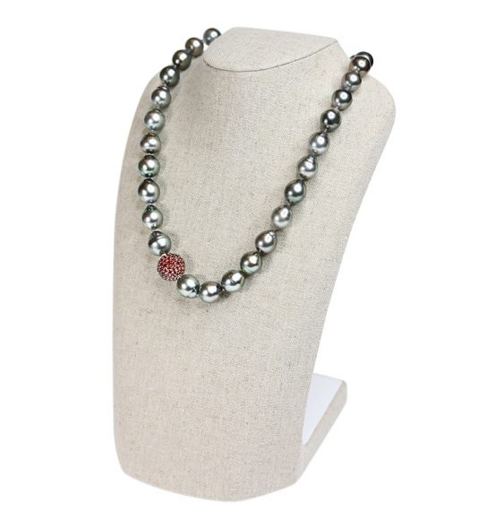 Beautiful barock shape Tahiti pearl necklace