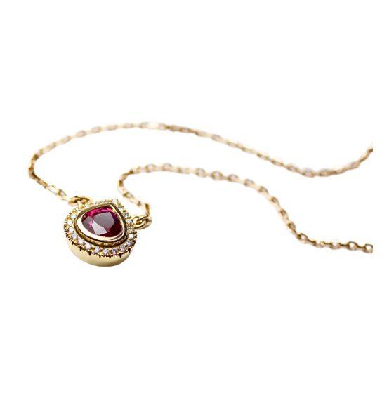 in unbehandelter Rubin aus Mosambik in schönster Farbe und exzellenter Qualität.